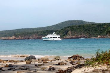 thumbnail photo 2: 2013 Offshore Yachts 90 Voyager