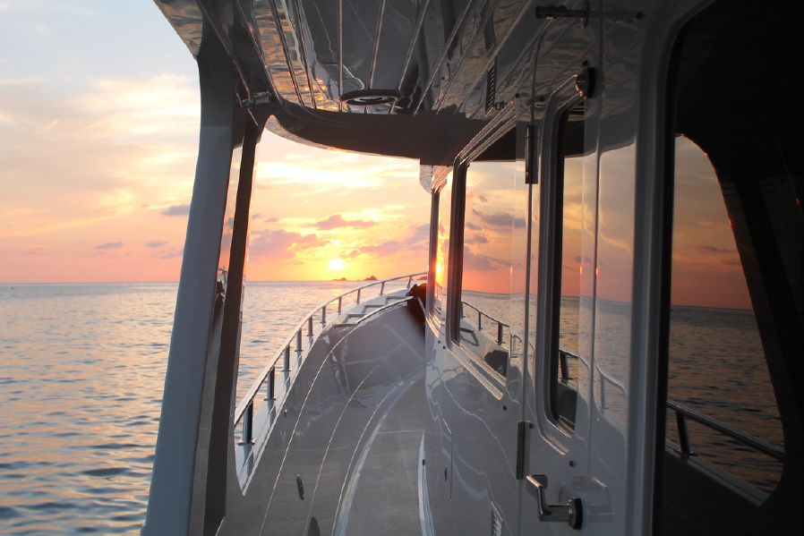 Offshore 90 Voyager Side Deck