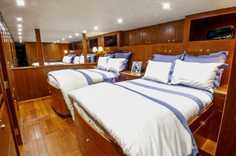 Offshore 90 Voyager Guest Bedroom