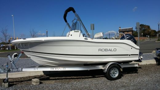 2017 Robalo R180 Center Console