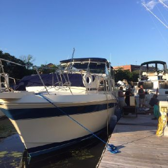 1985 Chris-Craft Catalina 381 Double Cabin