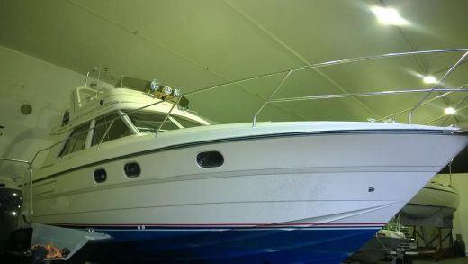 1990 Princess 330 Fly
