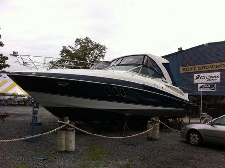 2013 Cruisers Yachts 350 Express