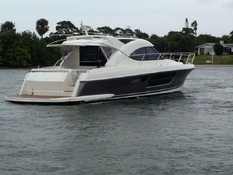 2015 Riviera 5000 Sport Yacht