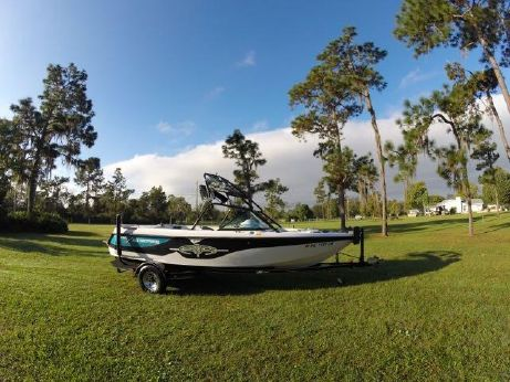 2001 Correct Craft 210 Super Air Nautique