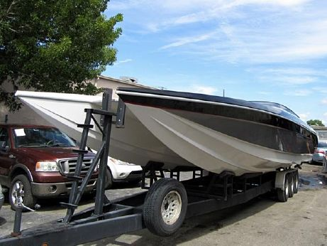 1998 Mares 38 Center Console