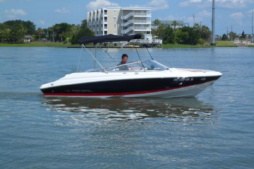 2009 Regal 2000 Bowrider