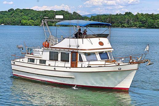1977 Marine Trader Double Cabin