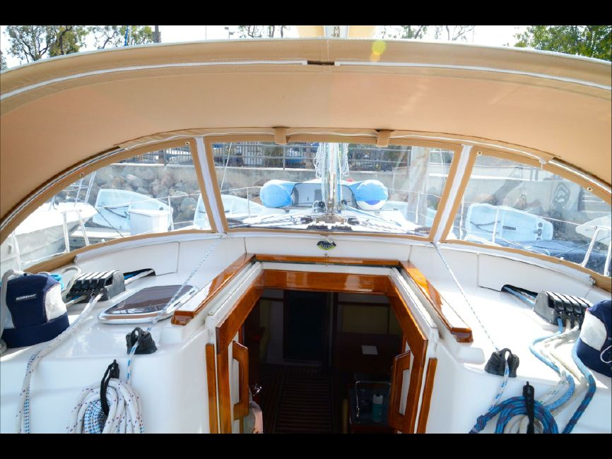2006 Hanse 400 Sailboat Salon Entrance