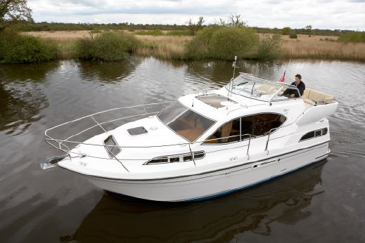 2016 Haines 320 Aft Cabin