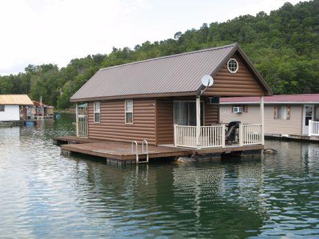 2009 Custom Built 12 x 40 Floating Cottage 493sqft