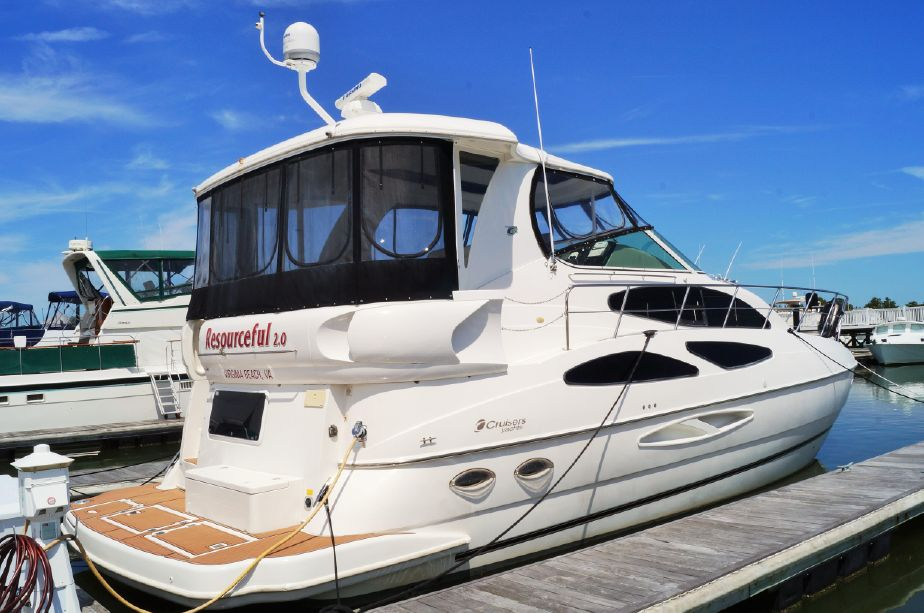 2004 Cruisers Yachts 455 Express Motoryacht Power Boat For Sale