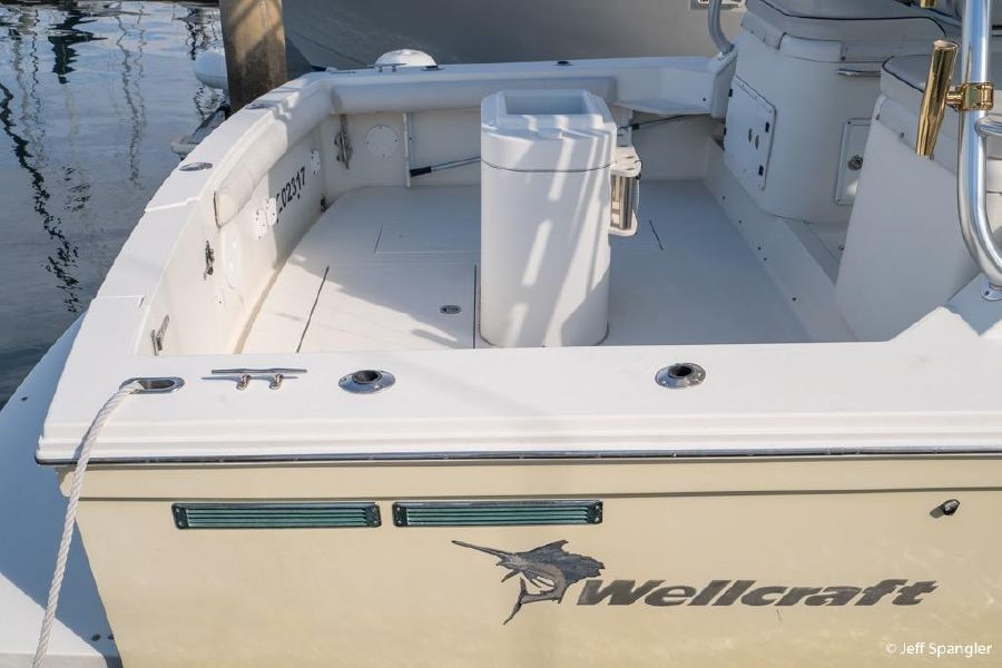 Wellcraft 330 Coastal Cockpit