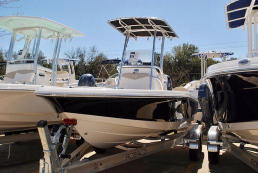 2017 Robalo 206 Cayman Bay Boat
