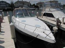2001 Cruisers Yachts 3572 Express