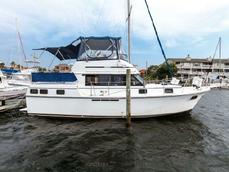 1983 Carver Yachts 3607 Aft Cabin