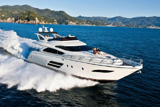 2015 Dominator 720 Flybridge 72'