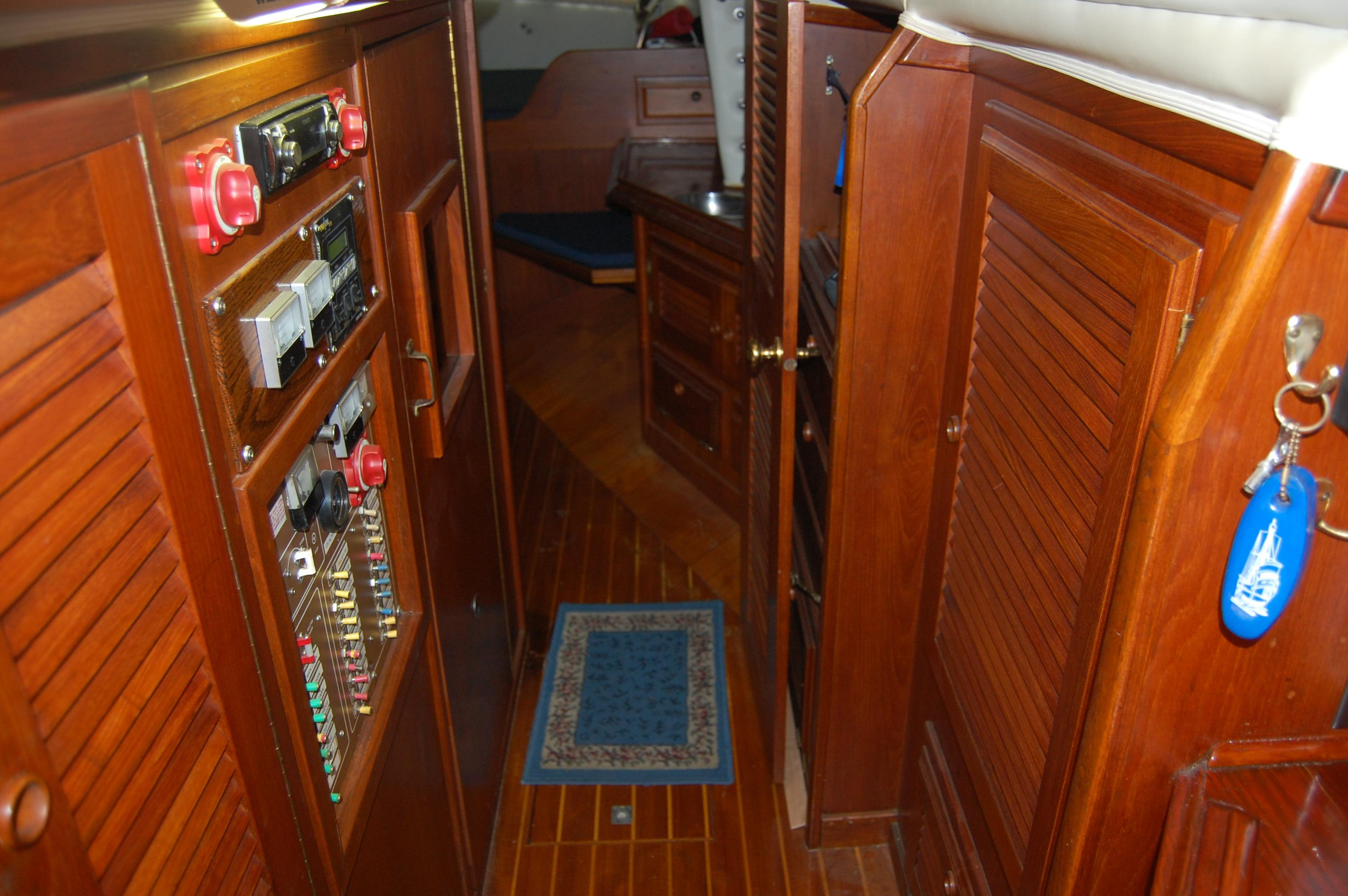 41' Islander Freeport+Photo 24
