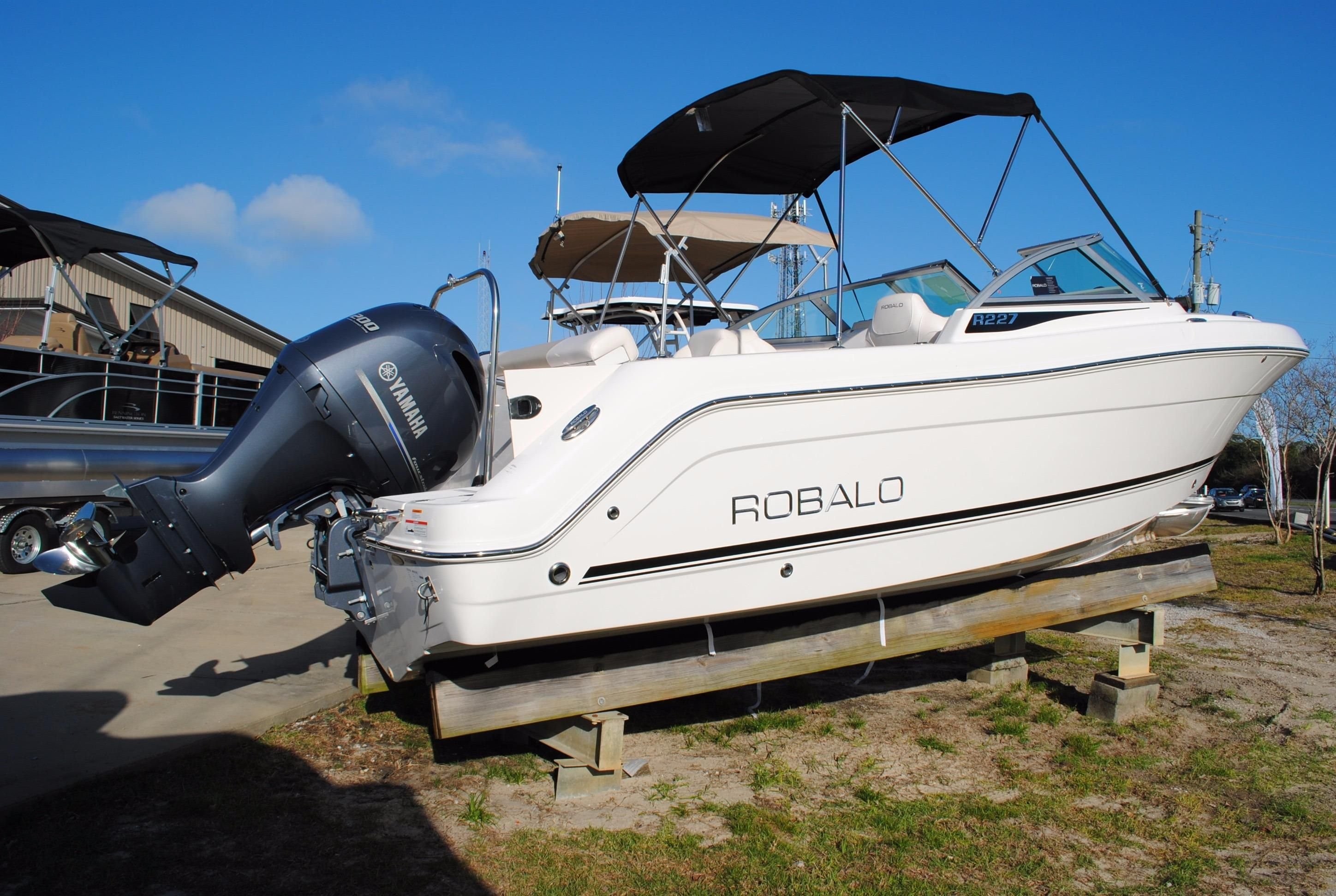 2017 robalo 227 dual console power boat for sale www for Robalo fish in english