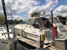 1990 Cruisers Yachts 3670 Esprit