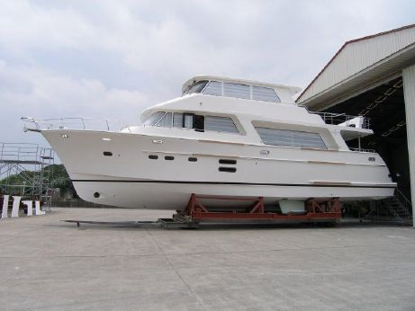 2017 Hampton Yachts 686 Endurance Skylounge