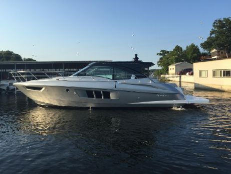 2016 Cruisers Yachts 45 Cantius Black Diamond