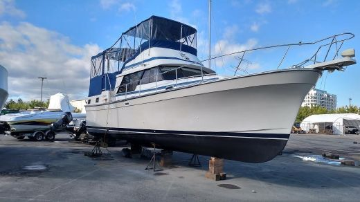 1985 Mainship Double Cabin - New Enclosure!
