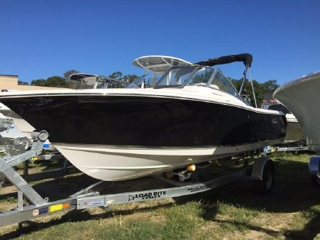 2017 Sea Hunt Escape 211 LE