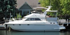 1997 Cruisers Yachts 3650 Aft Cabin