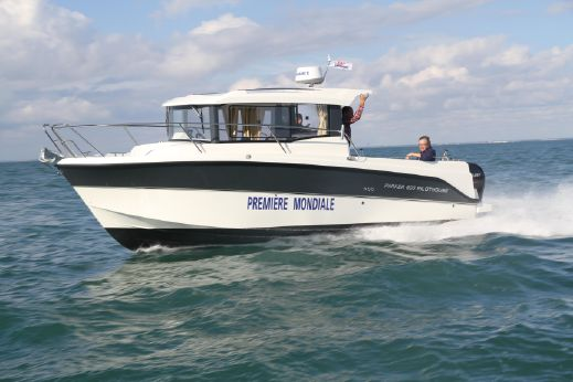 2014 Parker 800 Pilothouse