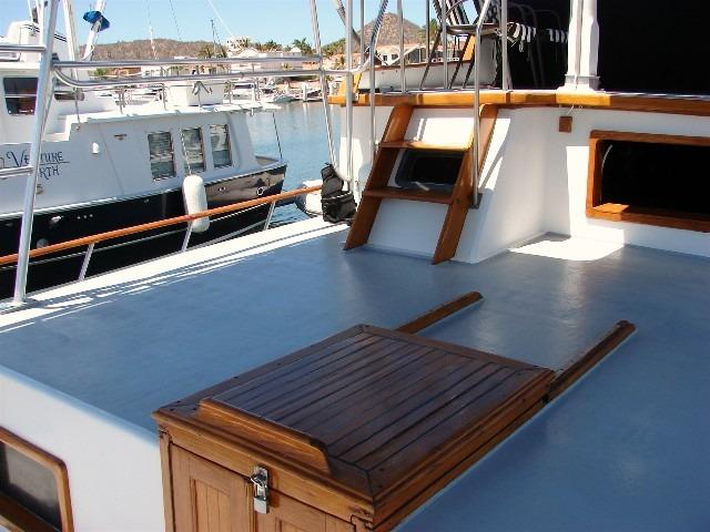 41' DeFever Passagemaker 41+Custom teak swim platform