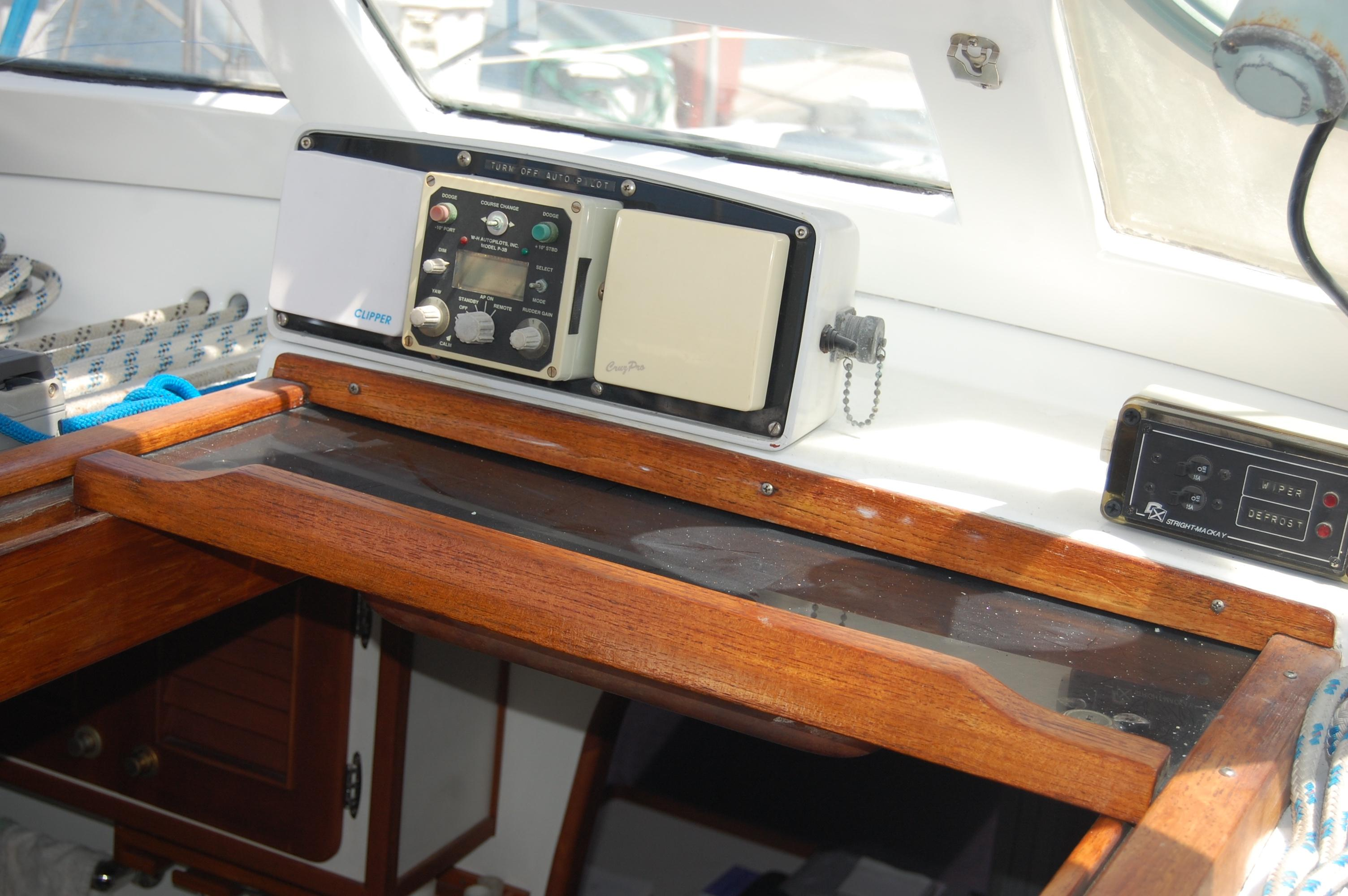 46' Maple Leaf Queen Cutter+Photo 92
