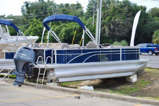 2017 Bennington 22 SSXA Pontoon Boat