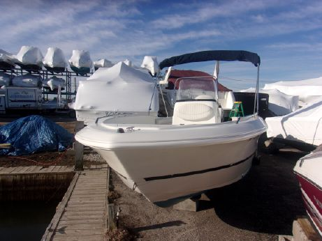 2004 Caravelle Sea Hawk 200 Center Console