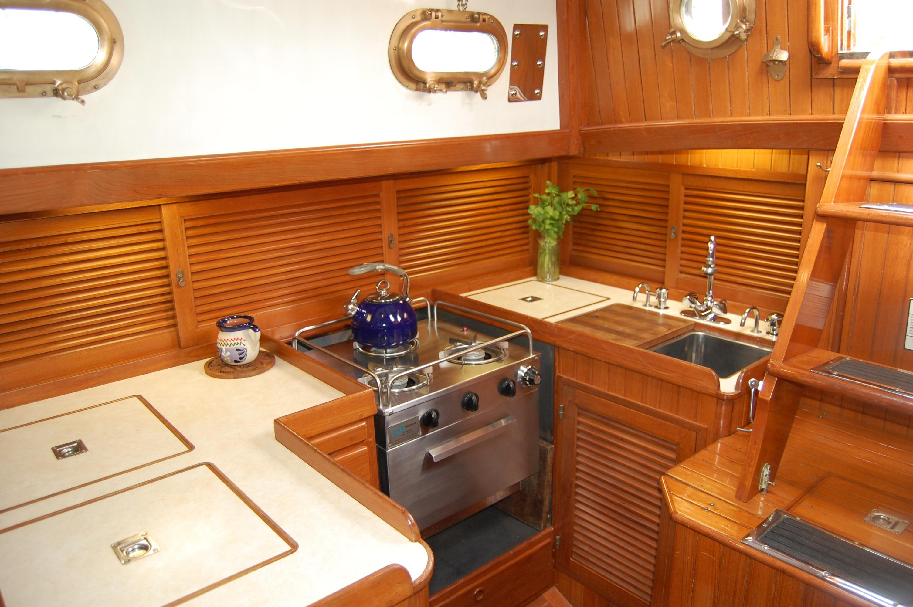 37' Tayana Cutter+Galley with lighting on