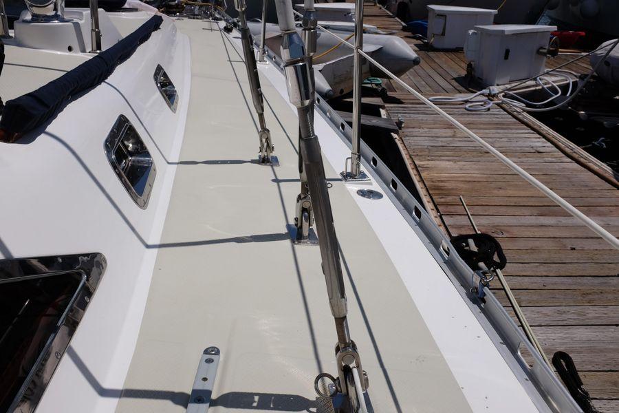 Hylas 46 Sailboat Deck