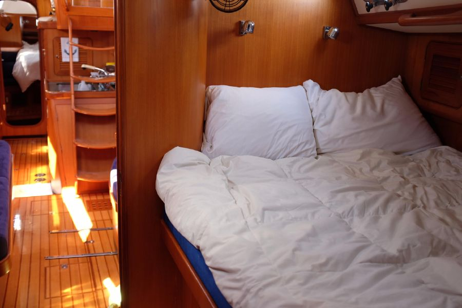 Hylas 46 Sailboat Guest Bed