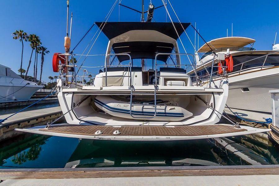 Alliaura Feeling 55 Sailboat Tender Storage