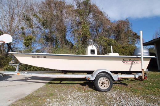 2005 Jones Brothers 176 Bateau LT Four Stroke