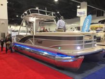 2015 Sweetwater Premium Edition 240 SD