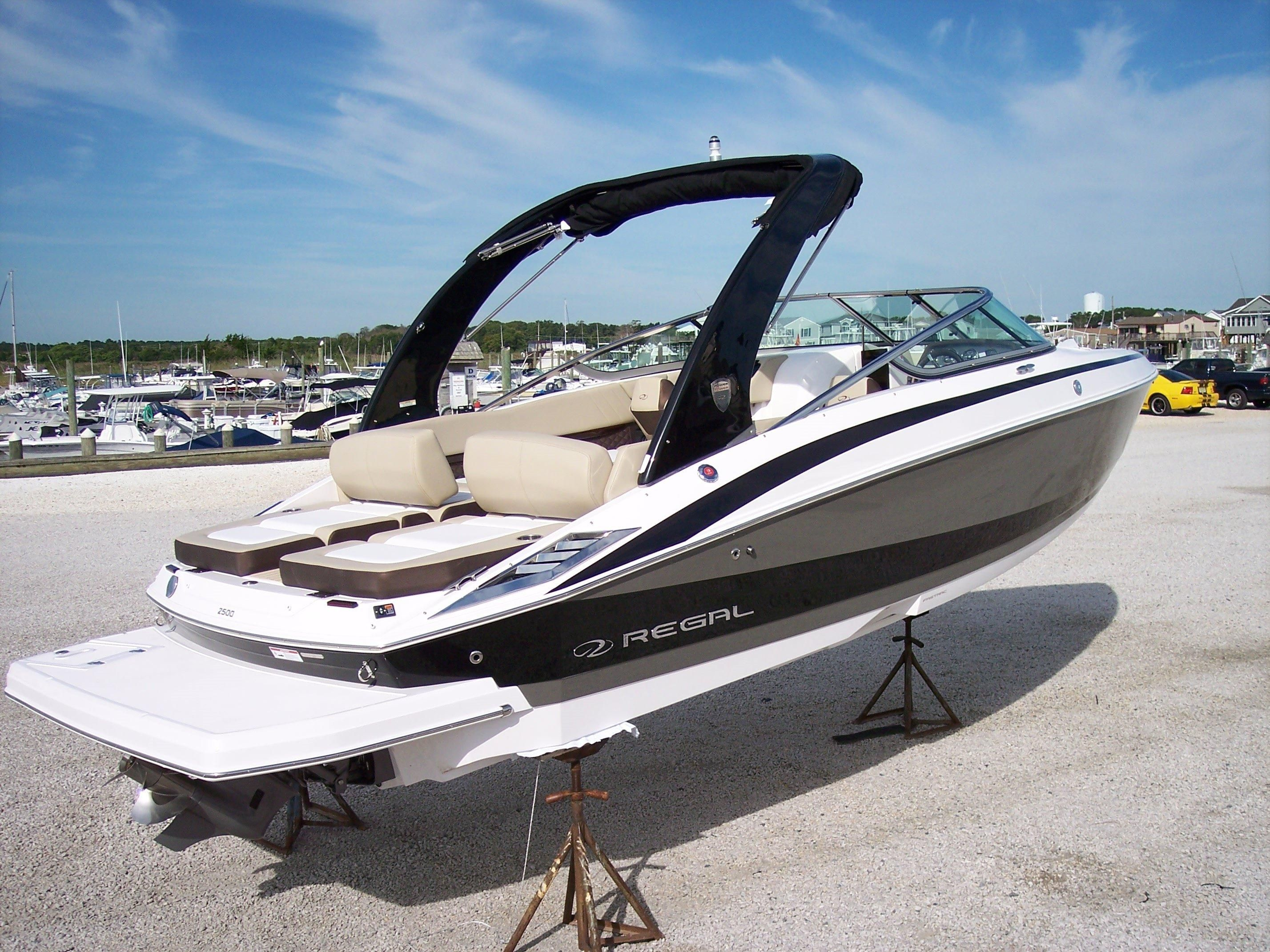 2018 Regal 2500 Power Boat For Sale Www Yachtworld Com