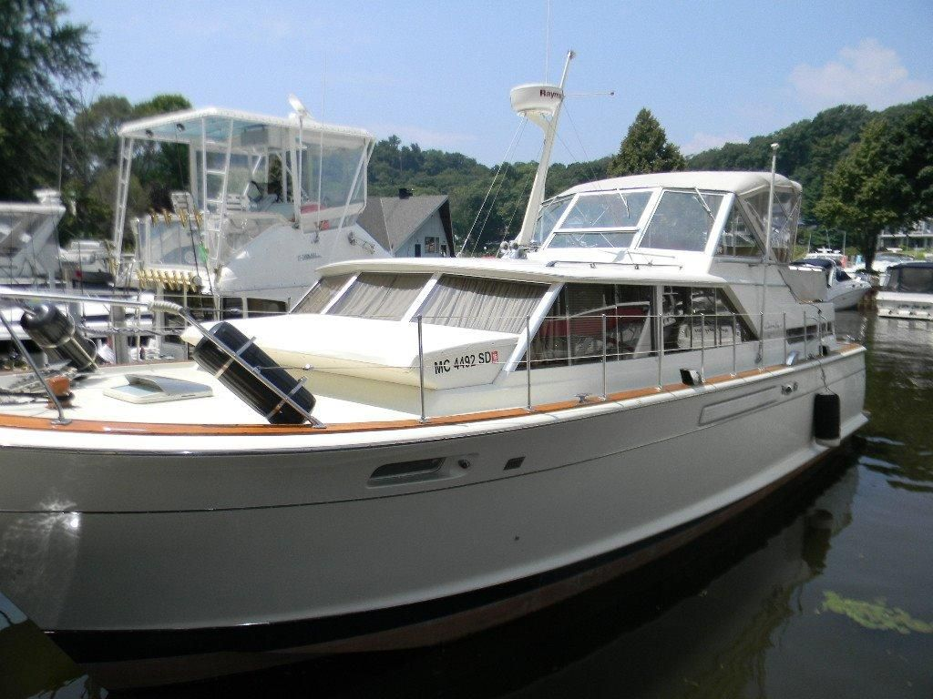 Singapore yacht club in saugatuck michigan united states for Chris craft boat club