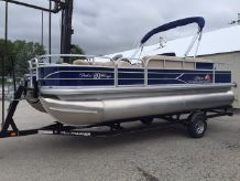 2016 Sun Tracker 20' Signature Fishin Barge