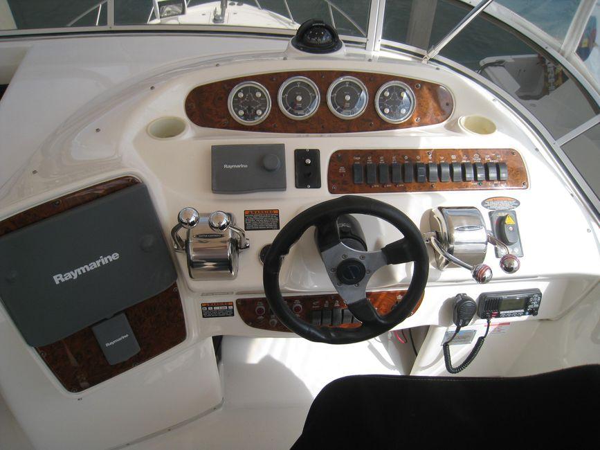 Meridian 381 Sedan Bridge Flybridge Helm