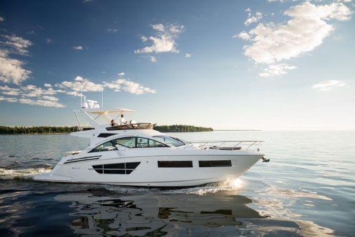 2017 Cruisers Yachts Flybridge
