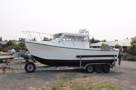 2004 Osprey Pilothouse 26 Long Cabin