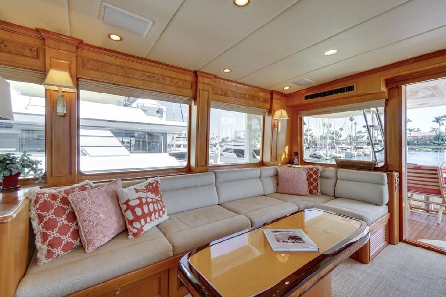 Offshore 76 Motoryacht Interior Salon