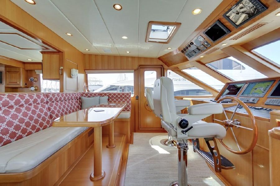 Offshore 76 Motoryacht Pilothouse