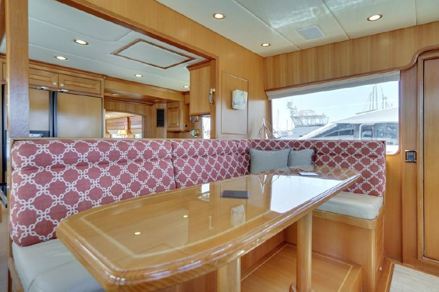 Offshore 76 Pilothouse Seating