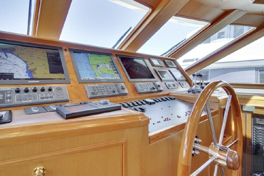 Offshore 76 Pilothouse